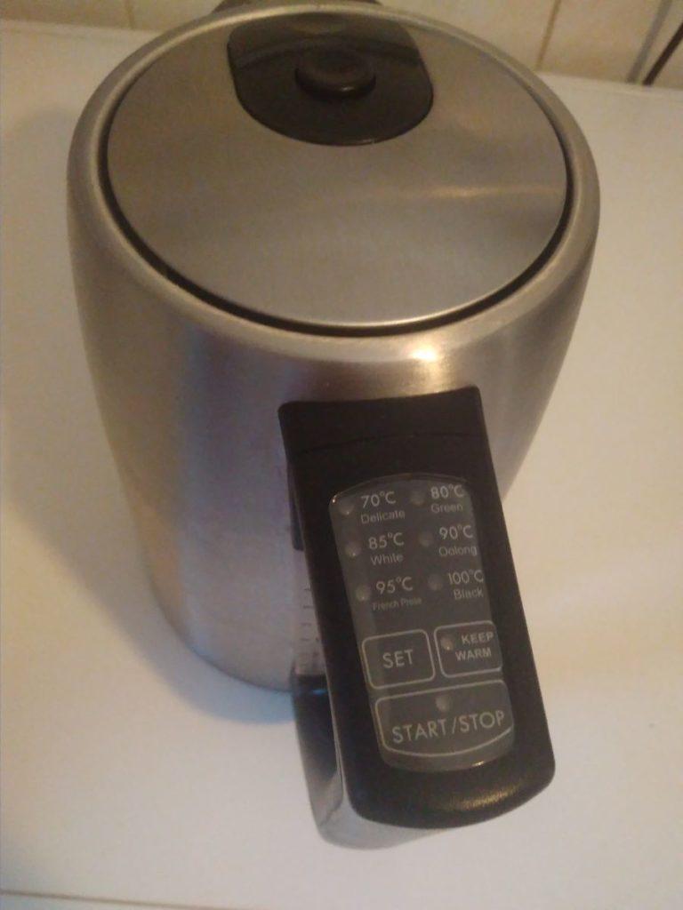 Ein Wasserkocher mit Temperatureinstellung